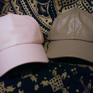 Lot of 2 faux leather hats / caps pink and tan